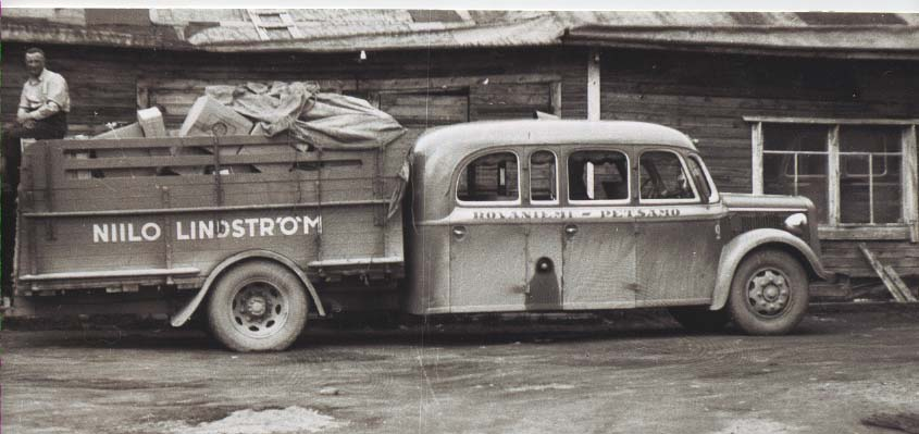 Bus_truck_combination_1940s_Finland.png